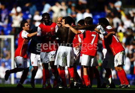 arsenal-team-huddle.jpg