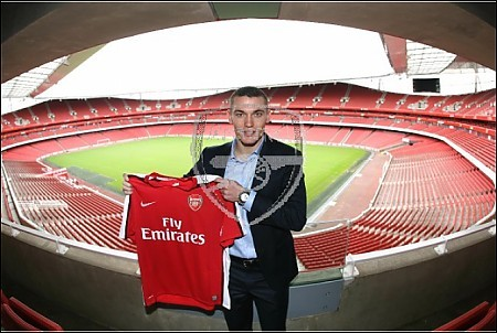 new-arsenal-signing-thomas-vermaelen_1583939
